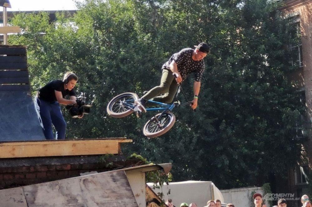 Соревнования снимали на несколько видеокамер и транслировали в интернете.