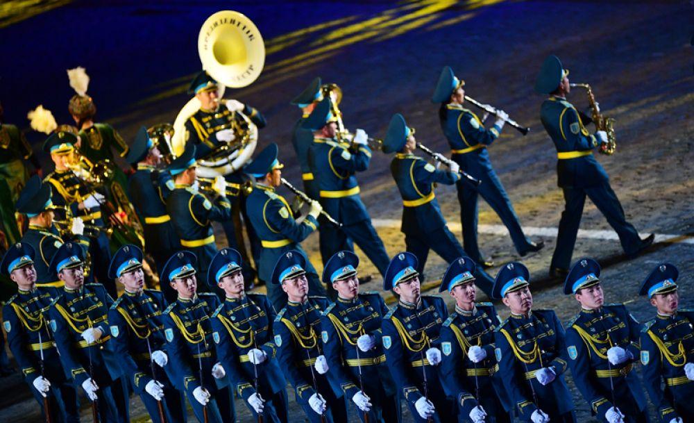 Рота почетного караула Президентского полка «Айбын» (Казахстан).