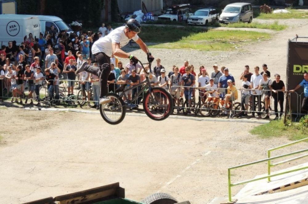 Краснодарские поклонники экстремального велоспорта просто не могли пропустить такое событие.