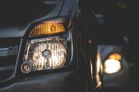 Двое тюменцев взломали дверь автомобиля и попытались украсть аккумулятор
