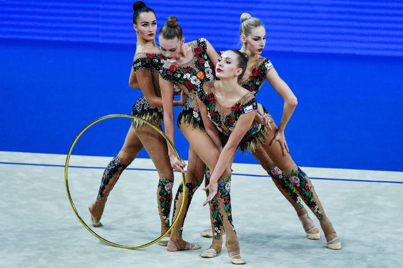 Спортсменки завоевали золото в групповых упражнениях с тремя мячами и двумя скакалками, а также в многоборье.