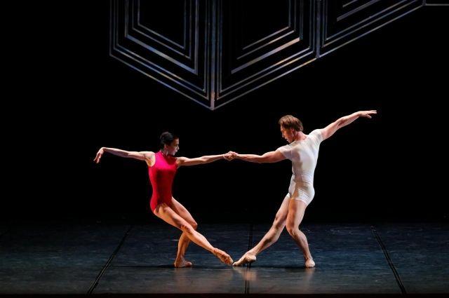 Наталья Осипова уже выступала на пермской сцене. В прошлом сезоне она станцевала в репертуарном спектакле театра — «Ромео и Джульетта» — в дуэте с Никитой Четвериковым.