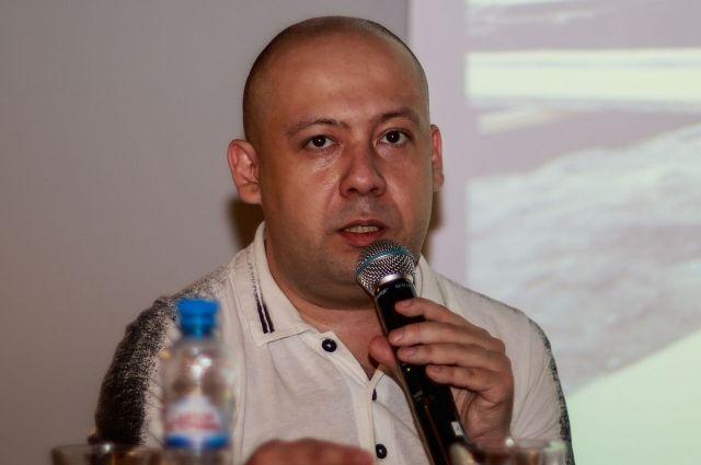 Режиссёр считает - в фильме удалось показать Довлатова живым.