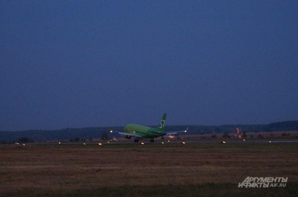 Первая посадка в новом аэропорту.