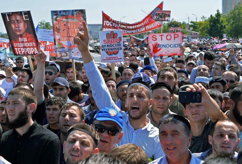 В акции приняли участие глава Чечни Рамзан Кадыров, муфтий Ингушетии Иса Хамхоев, представители муфтията Северной Осетии, Карачаево-Черкесии и Ставропольского края.