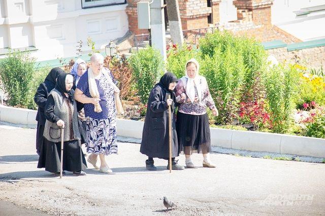 Каждый день несколько часов жительницы богадельни обязательно проводят в молитве.