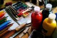 В молодости художник был прилежным оформителем советских агиток.