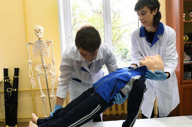 Первые пациенты школьников - высокоинтеллектуальные симуляторы.