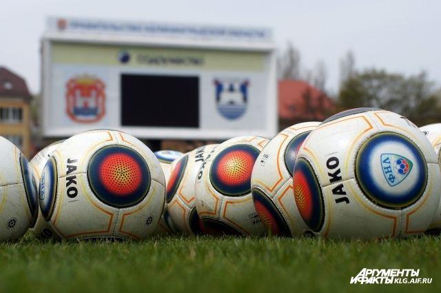 В Калининград из Польши привезут 60 машин газона для футбольных полей.