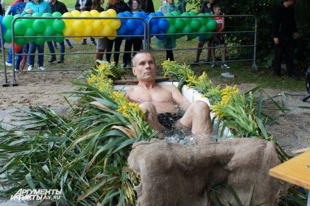 Резанов просидел в холодной воде более двух часов.