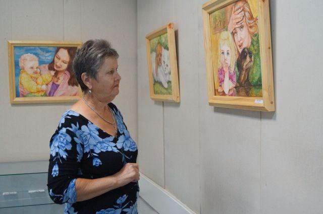 Автор не смогла попасть на открытие выставки из-за лечения.