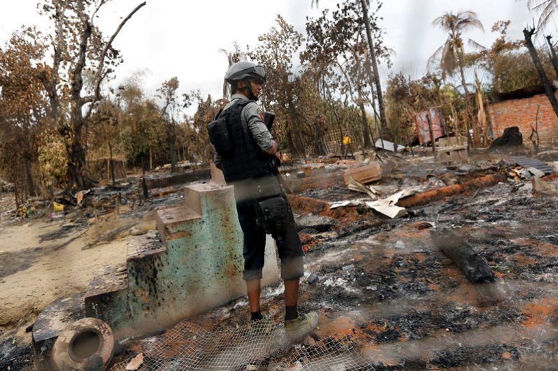 Вооруженные силы Мьянмы проводят в штате масштабную операцию. Они проводят налёты на дома мусульман и сжигают их дома.