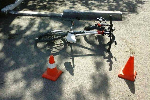 В Ноябрьске юный велосипедист врезался в проезжающий автомобиль