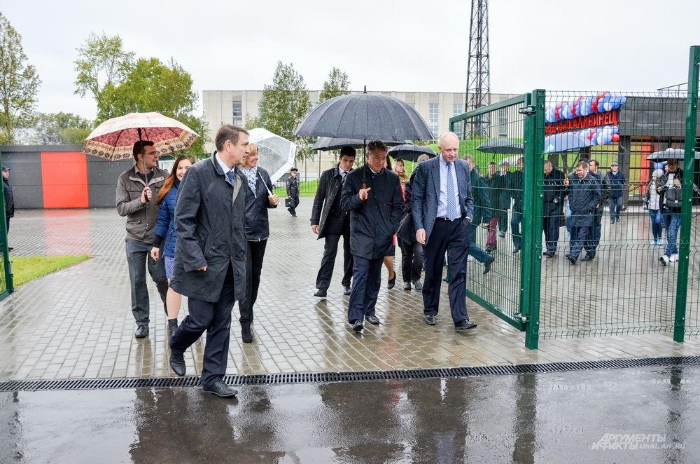 Поэтому делегация спортивных чиновников продолжила участие в мероприятии без вице-премьера.