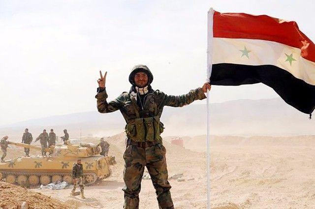 Бойцы армии САР, прорвавшие осаду города Дейр-эз-Зора.