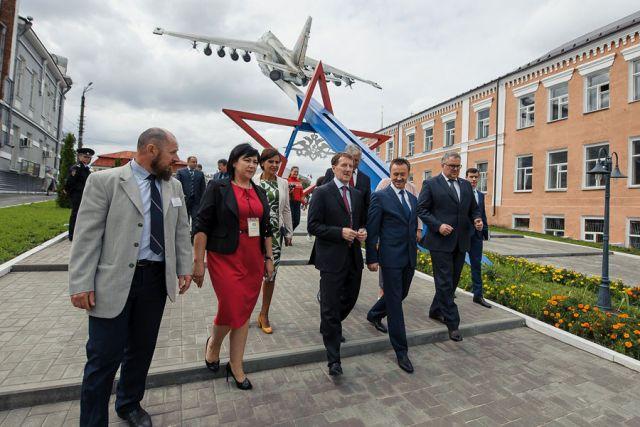 Алексей Гордеев побывал на юбилее Бутурлиновки и поздравил жителей со столетием города.