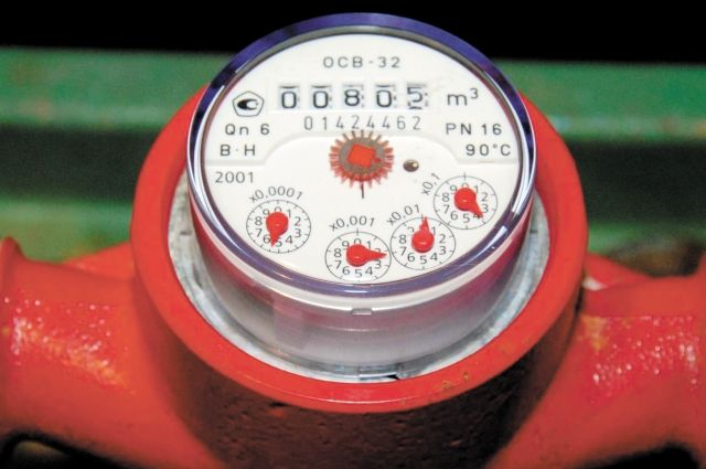 Срок межповерочного интервала счётчика горячей воды  - 4-6 лет, холодной воды - 5-6 лет.