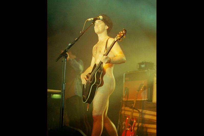 Робби Уильямс во время дебютного концертного тура The Show Off Must Go On, 1997 год.