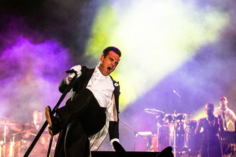 Музыкант выступает на фестивале Rock in Rio в Лиссабоне в 2014 году.
