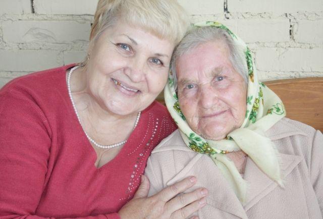 Чем больше внимания и заботы о пожилом человеке, тем лучше.