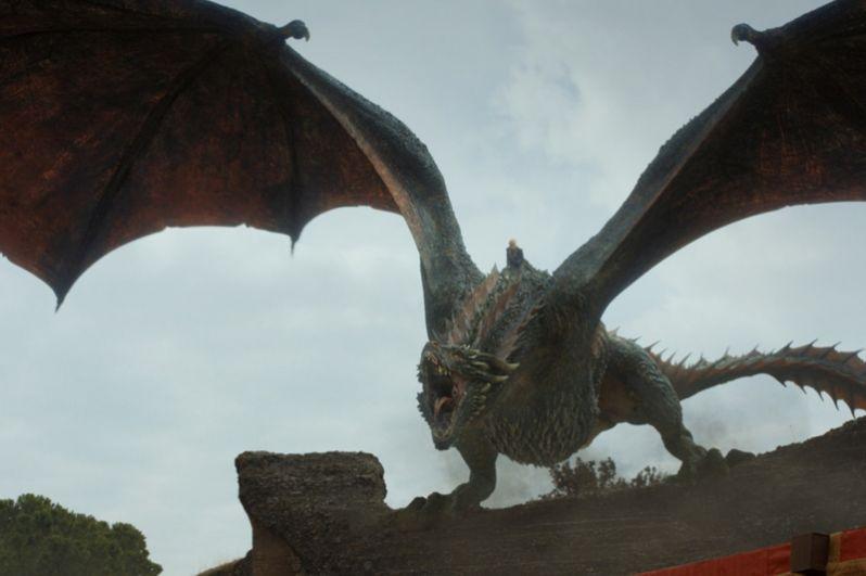 Джон с армией прибывает в Королевскую Гавань, чтобы сразиться с Эуроном. В ходе масштабной битвы ранят дракона Дрогона, который вместе с Джоном летит к Драконьему Логову, не зная, что там ещё остались запасы «дикого огня». В результате взрыва погибают Эурон, Джон, Джейме, Джорах Мормонт, Пёс и многие другие.