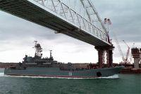 Большой десантный корабль Черноморского флота «Азов» выполняет переход по Керченскому проливу.
