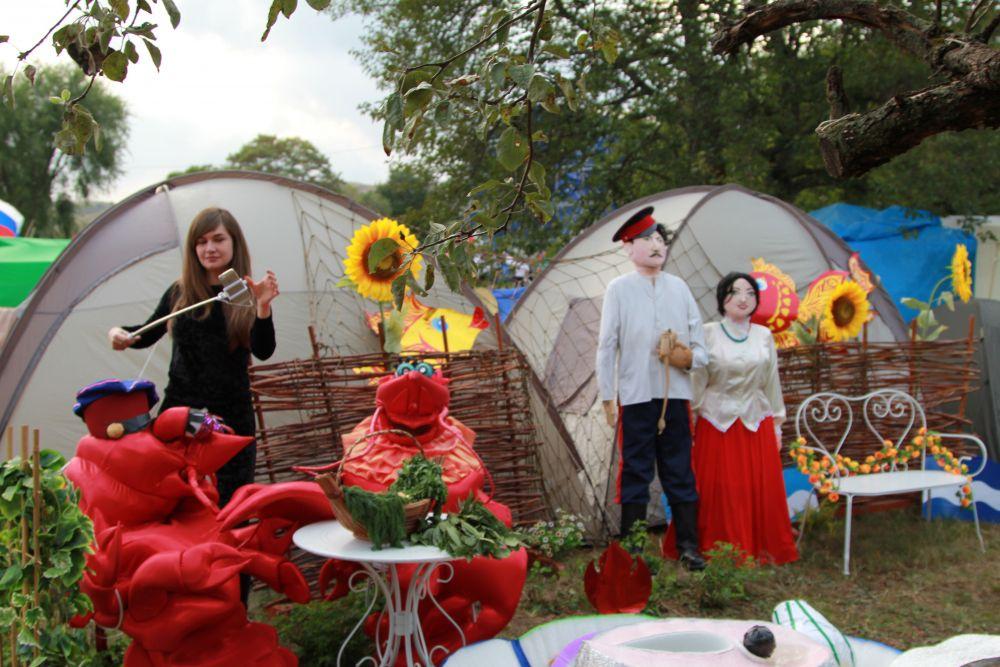 Гости праздника осмотрели представленные палаточные городки муниципалитетов, с интересом послушали об особенностях территорий.