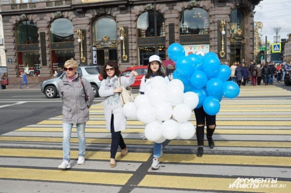 Петербуржцам напомнили, что переходить дорогу можно только на зеленый свет.