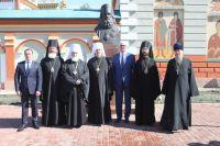Власти региона и города на праздничном мероприятии в честь Святителя Иннокентия.