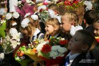 Когда-нибудь и эти дети будут с улыбкой вспоминать свой первый поход в школу.