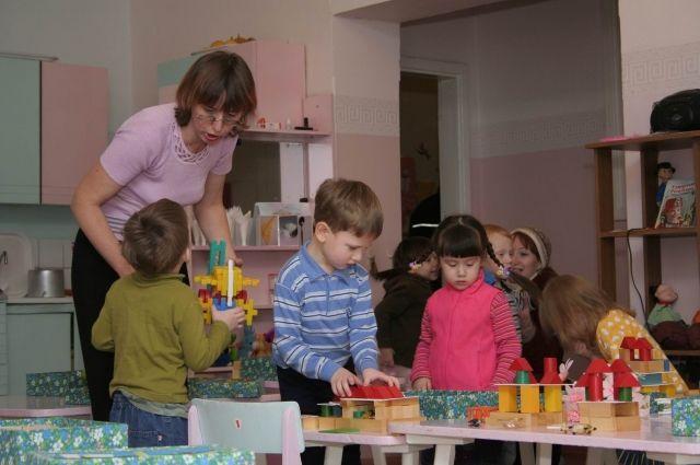 Сокращение времени работы детсадов позволяет кормить детей реже.
