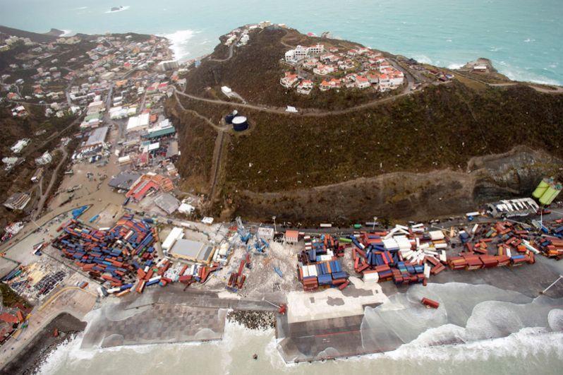 Урагана «Ирма» разрушил аэропорт на нидерландской территории острова Сен-Мартен.