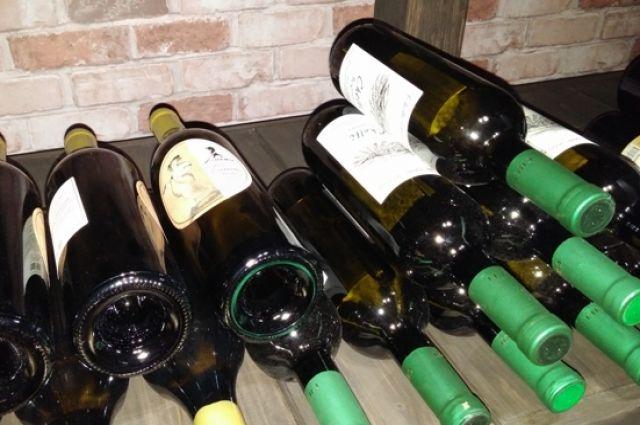 На бутылках не было акцизных марок.