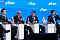 Президент Республики Корея Мун Чжэ Ин, Владимир Путин, президент Монголии Халтмагийн Баттулга и премьер-министр Японии Синдзо Абэ на  заседании ВЭФ.