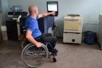 На создание специально оборудованного для инвалида места выделяются деньги. Сейчас таких мест в Кузбассе 17 тыс., из них занято 80%.