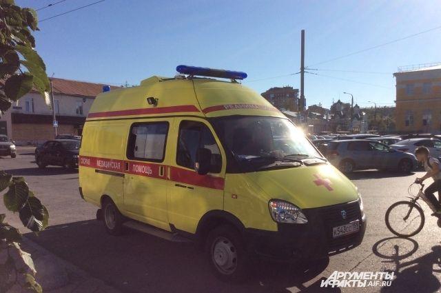 На скорой помощи женщину доставили в больницу.