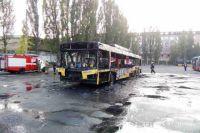 В Киеве дотла сгорел троллейбус