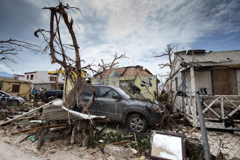 По данным международной федерации сообществ Красного Креста и Красного Полумесяца, стихия разрушила практически все строения на Барбадосе, а жители Пуэрто-Рико остались без электричества.