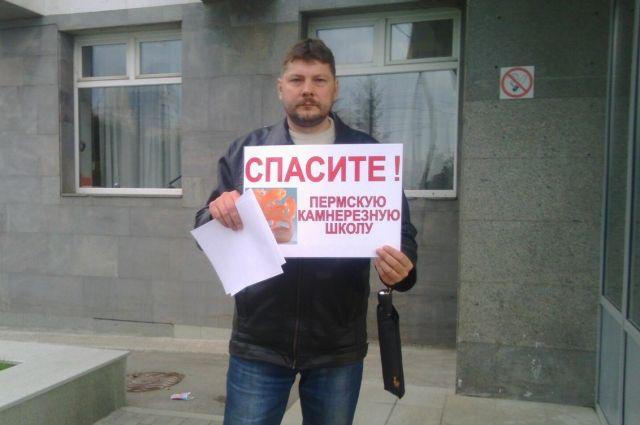 Сотрудники училища и выпускники добиваются передачи учреждения на баланс Министерства образования и науки РФ.