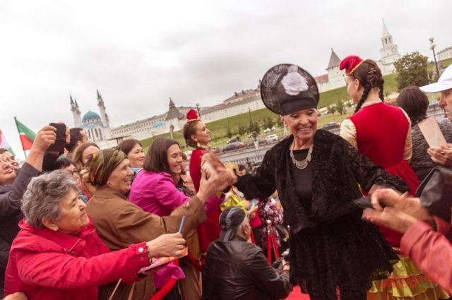 Светлана Светличная на красной дорожке в Казани.
