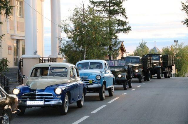 В Салехарде состоялся пробный ретропарад автомобилей