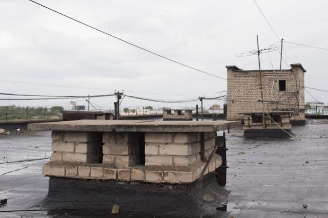 В Ноябрьске с крыши свалился мужчина