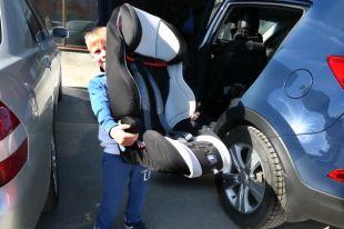 Многие родители берут в такси свое удерживающее устройство.