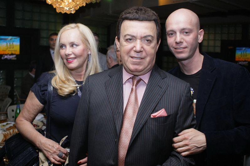 Певец Иосиф Кобзон с супругой Нелли и сыном Андреем. 2009 год.
