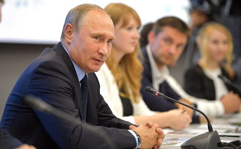 Владимир Путин провёл в Перми круглый стол.
