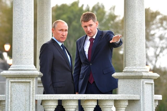 Владимир Путин и Максим Решетников в ротонде на пермской набережной.