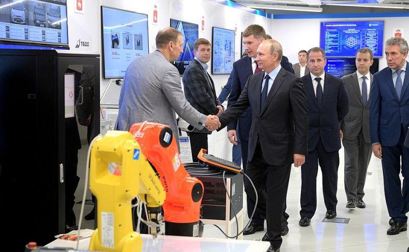 «То, что мы посмотрели на выставке – впечатляет. С каким интересом к делу, с каким задором всё делают!», - поделился Владимир Путин.