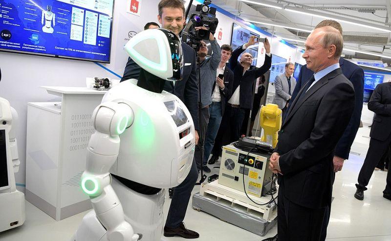 Промобот Владимиру Путину: «Здравствуйте, уважаемый Владимир Владимирович. Меня зовут Промобот. Я - автономный сервисный робот и открытая робото-техническая платформа.»