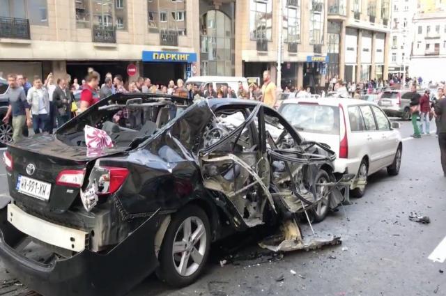 В центре Киева взорвалось авто с добровольцем из Чечни
