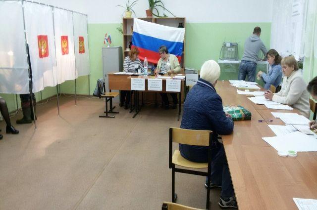 На участки пришли первые избиратели.